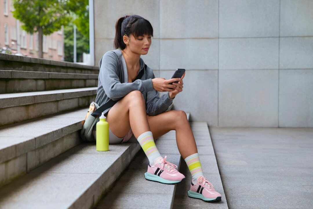 05_Sports_outfit_grey_phone-1080x720_3-2_